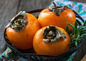 Don't eat persimmons after eating eggs