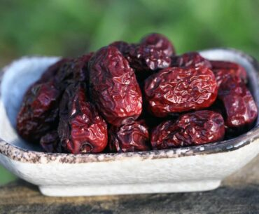 eating red dates for women