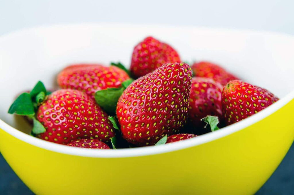 Strawberries, which are a delicious fruit, contain a wide variety of organic acids, pectin and minerals.