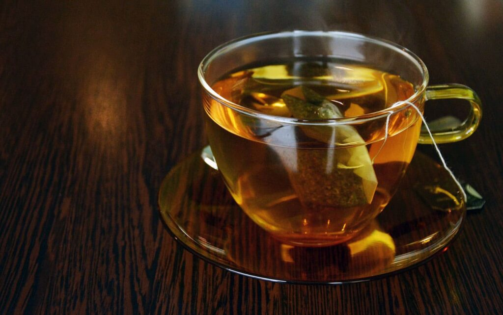 Tea is rich in polyphenols, polysaccharides and vitamin C. The key is to it can speed up the disposal of toxins