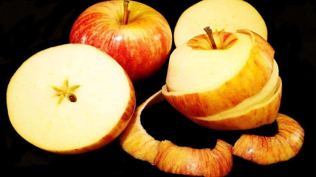 Apple peel has an astringent effect. It can use to decoct soup or make tea and help to cure gastric acid and phlegm.