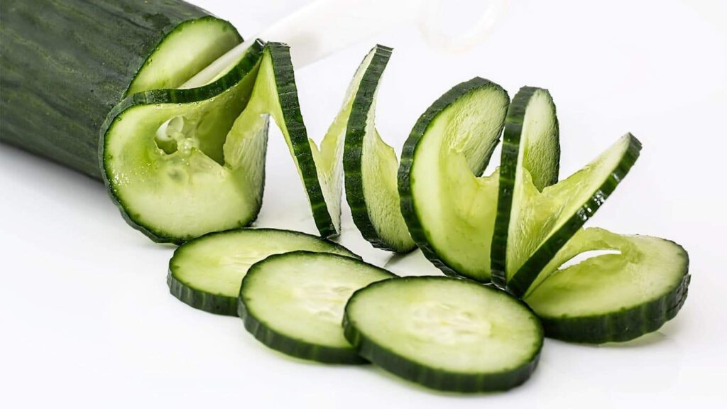 Cucumber peel can detoxify. Cucumber peel contains more bitter elements. That element is the nutrient essence of cucumber.