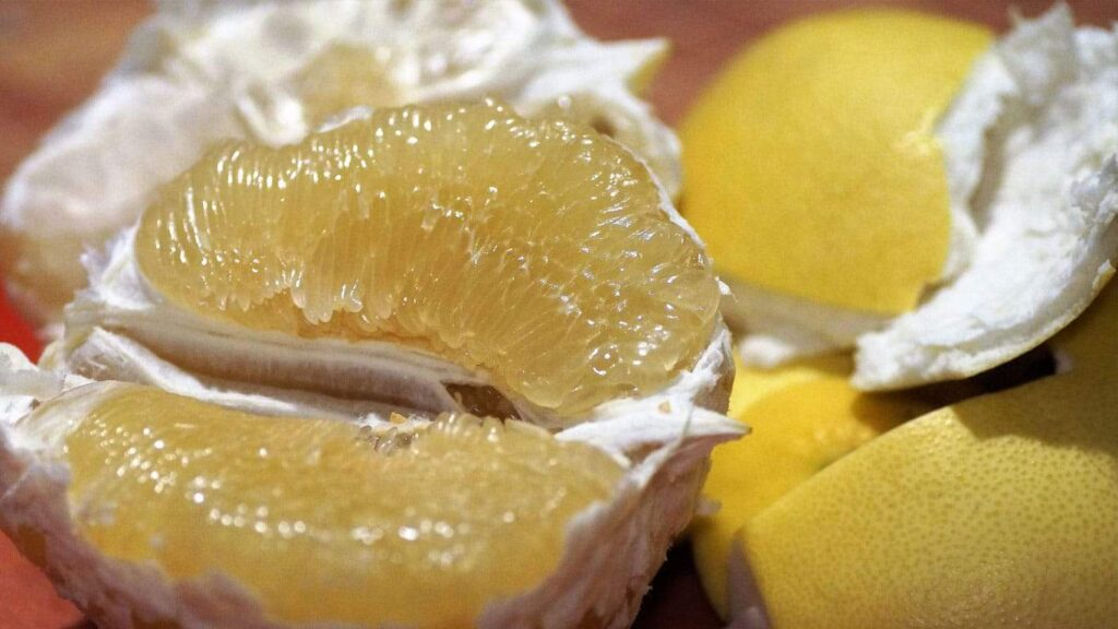 omelo peel can regulate phlegm, relieve cough, and relieve asthma.